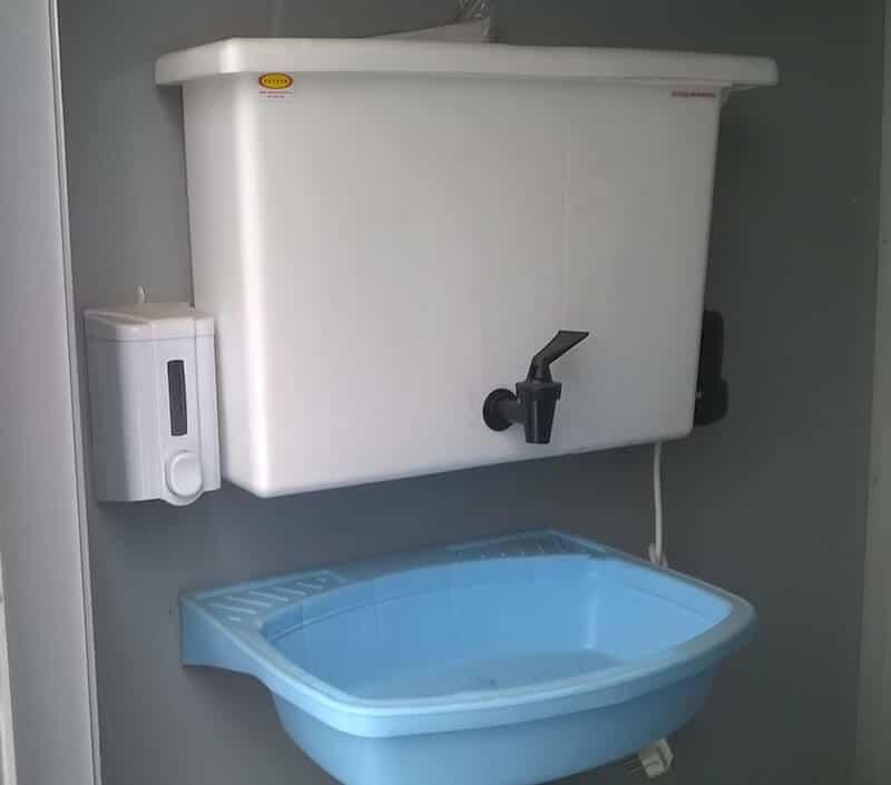 Санитарная обработка туалетных кабин
